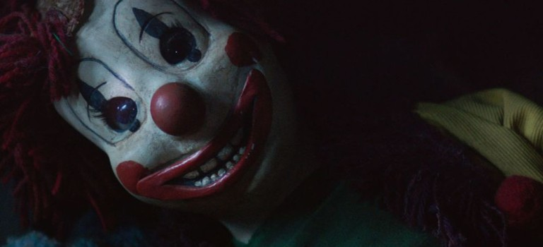 """Gruseliger Clown und verschwundenes Kind im neuen Trailer zum """"Poltergeist""""-Remake"""